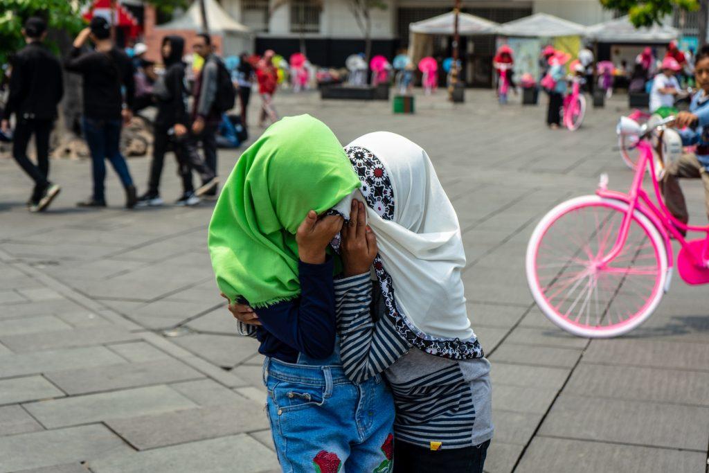 ファタヒラ広場と女の子の写真